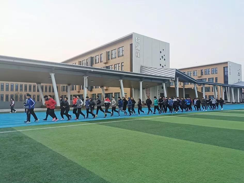 衡水二中运动队到访青岛为明学校参加冬训