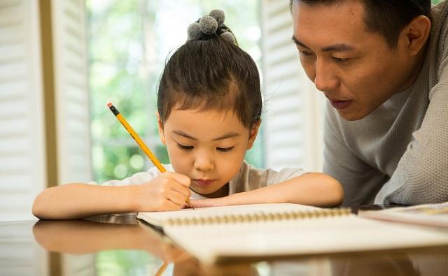 家庭教育套路:小学多陪、衡水初中少陪、高中不陪,老师:高中也要陪