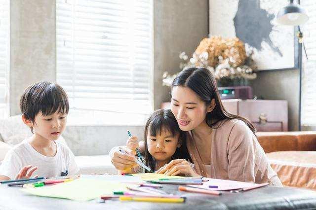"""家长是孩子一生的楷模,履行自己的家庭角色,做好""""家庭教育"""""""