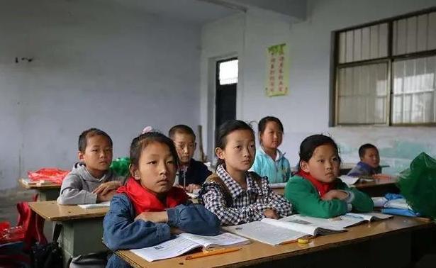 真正决定孩子一生幸福的是家庭教育,与学校关系不年夜,你同意吗?